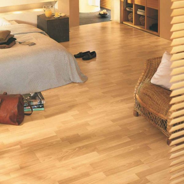 Quickstep Classic Enhanced Beech 3 Strip CL1016 - Room