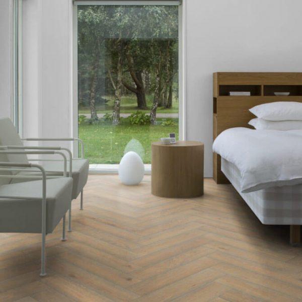 Kahrs Oak Herringbone CC Vintage White 111PCCEKFWKE06R - Room